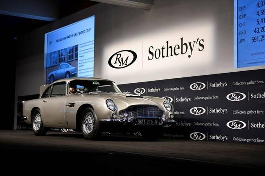 L'Aston Martin de James Bond bat de nouveaux records !